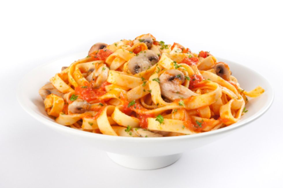 Anti-Cancer Pasta With Chicken and Seasoned Italian Tomatoes