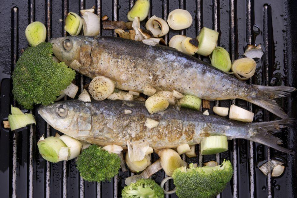 Broiled Sardines with Arugula, Figs, Walnuts, Mint and Lemon Vinaigrette