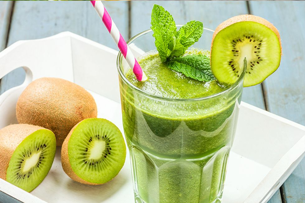 The 10-Day Tummy Tox Strawberry Kiwi Green Smoothie