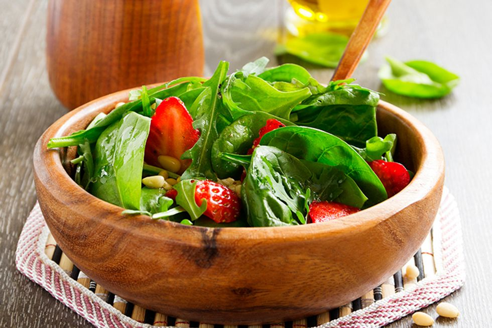 The 10-Day Tummy Tox Spinach Strawberry Salad