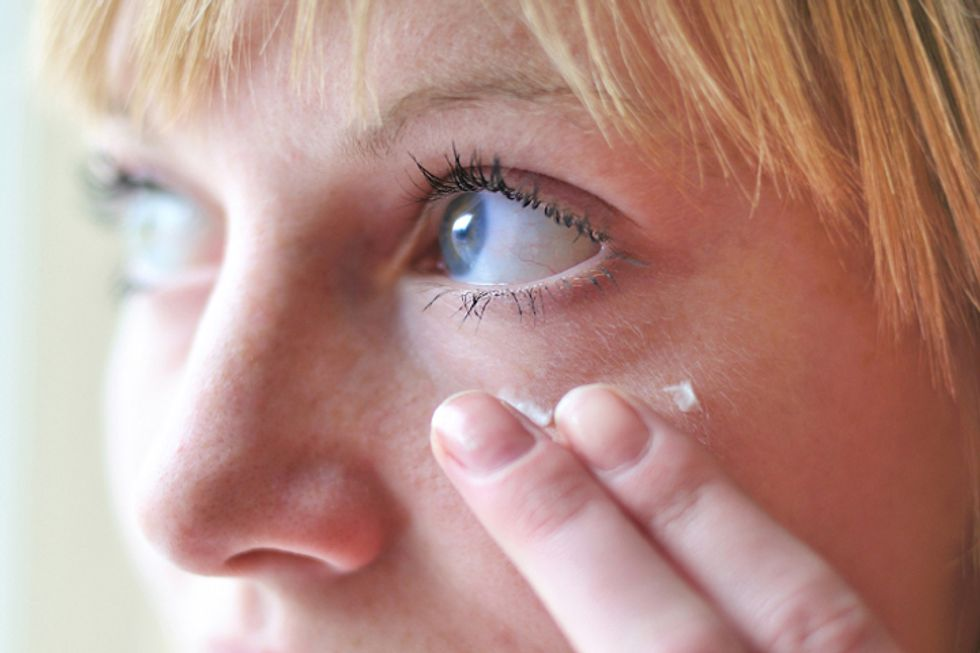10 Ways to Make Your Eyes Look 10 Years Younger
