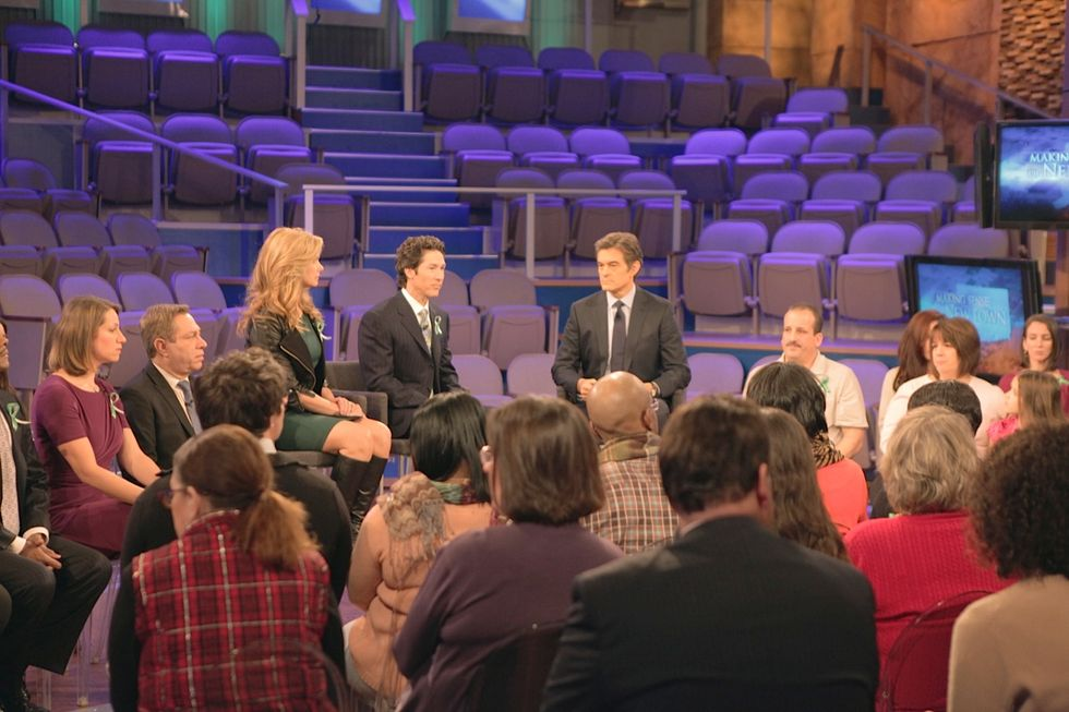 """Making Sense of Newtown: """"The Dr. Oz Show"""" To Help America Cope With Friday's Tragedy"""