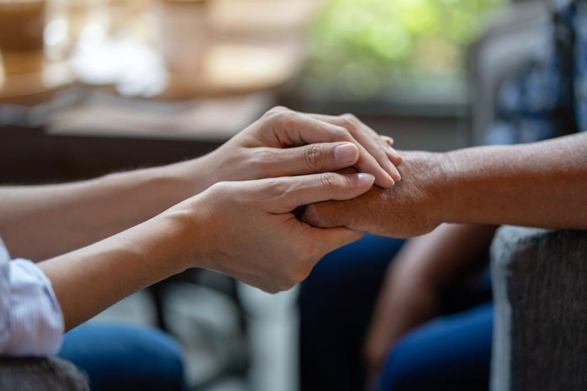 5 Things to Say (& Not to Say) If You See Signs of Dementia in a Loved One
