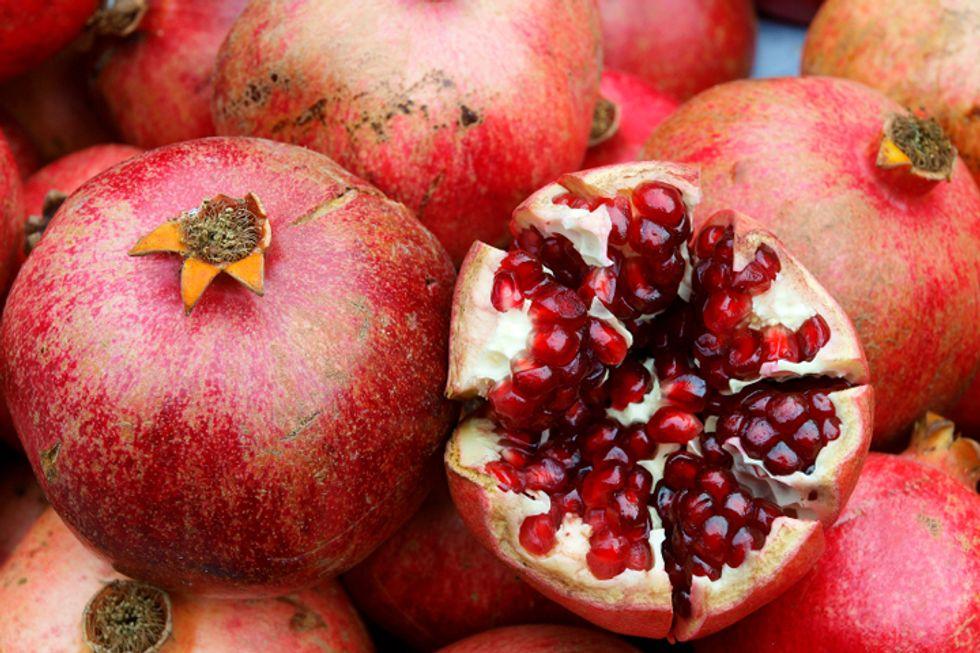 Pineapple, Lemon and Pomegranate Blend-Free Detox Drink