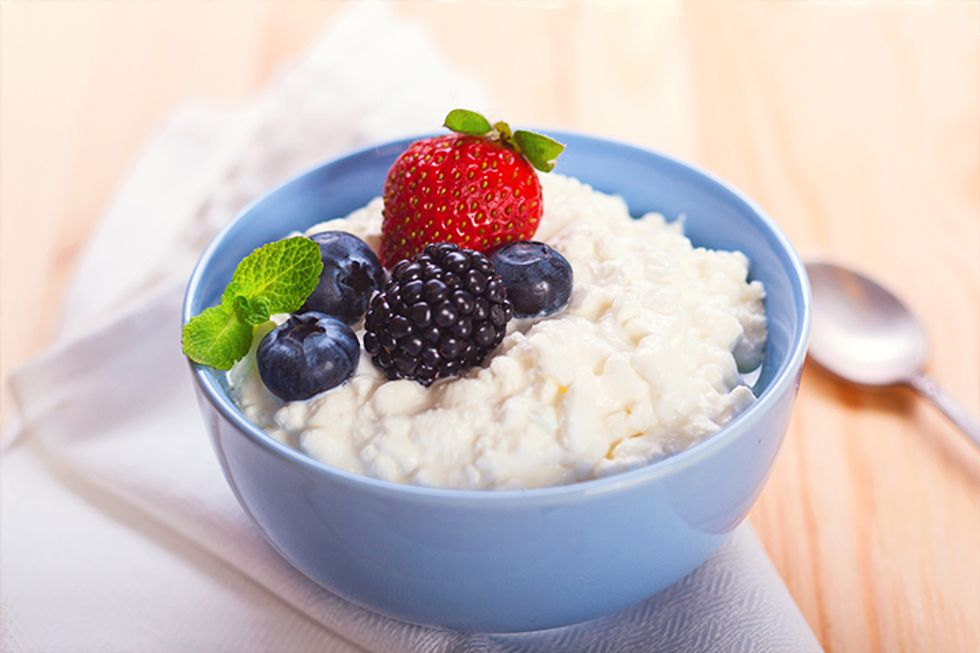 The 10-Day Tummy Tox Cottage Cheese and Berries