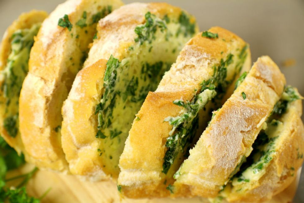 The Pioneer Woman's Roasted Garlic Pull-Apart Cheese Bread