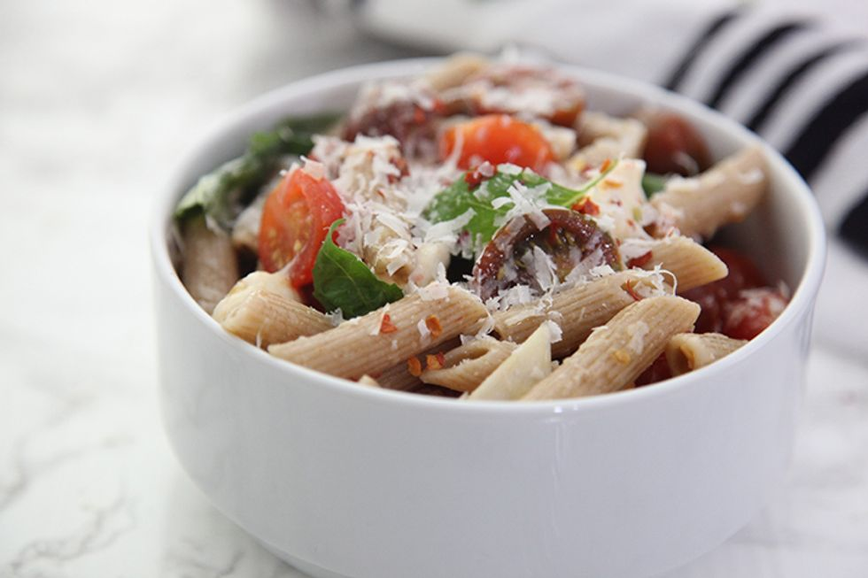 No-Cook Summer Tomato Sauce With Pasta