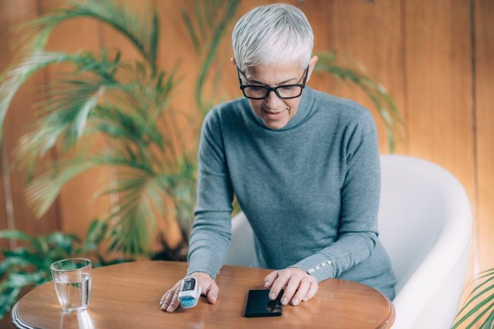 How to Use a Pulse Oximeter to Measure Your Blood Oxygen