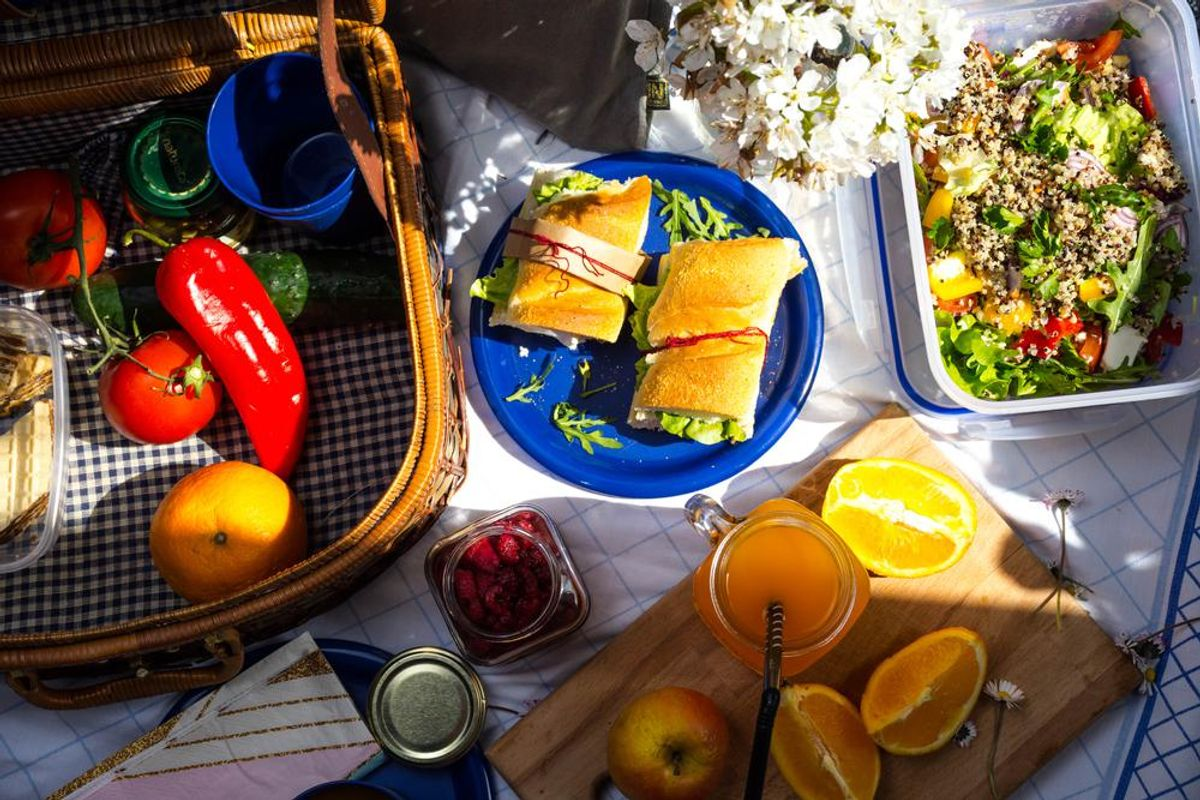 7 Hacks for Not Wrecking Your Diet at the Cookout