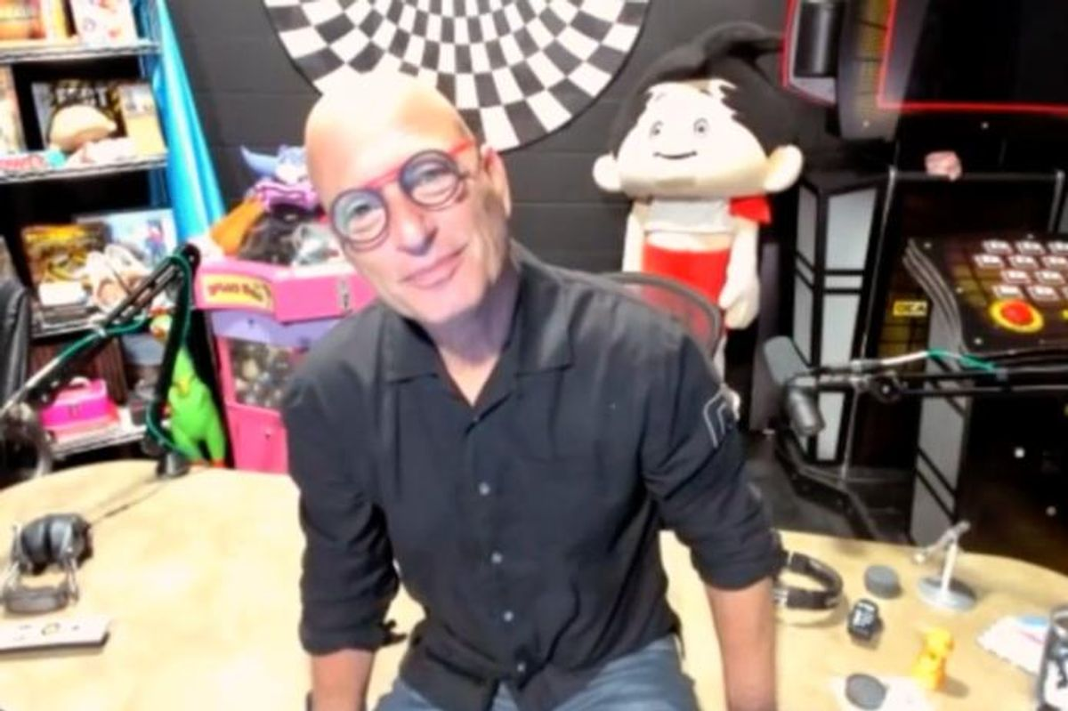 What It's Like Living With Anxiety & OCD, According to Howie Mandel