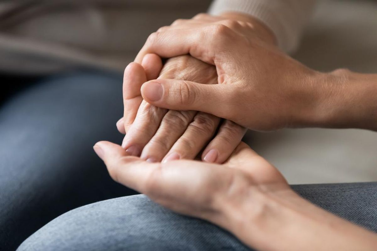Caring for a Loved One With Alzheimer's? This Could Help You Avoid Burnout