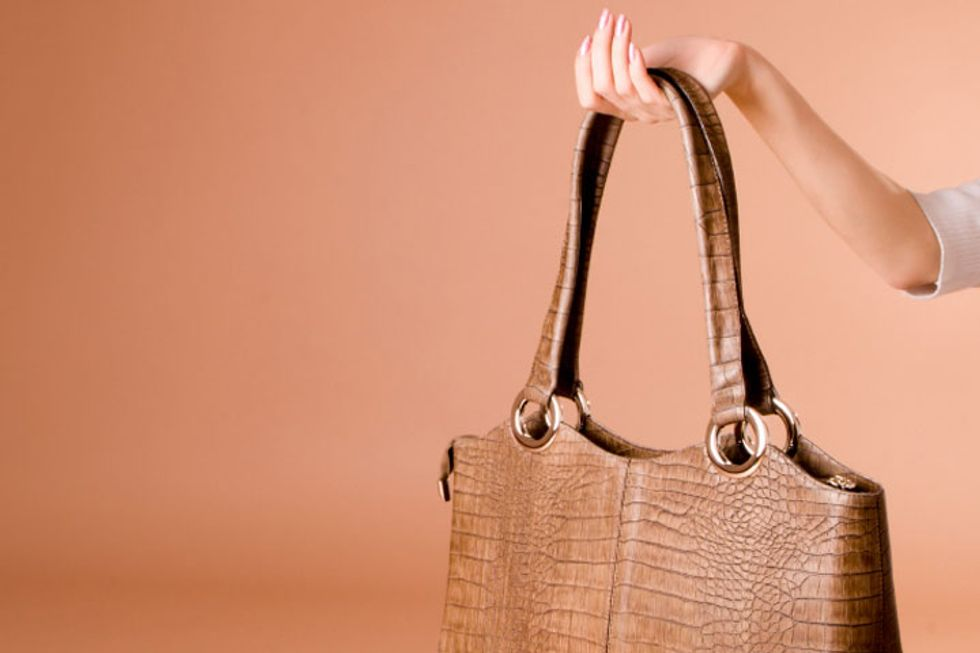 3 Pain-Free Ways to Carry Your Purse